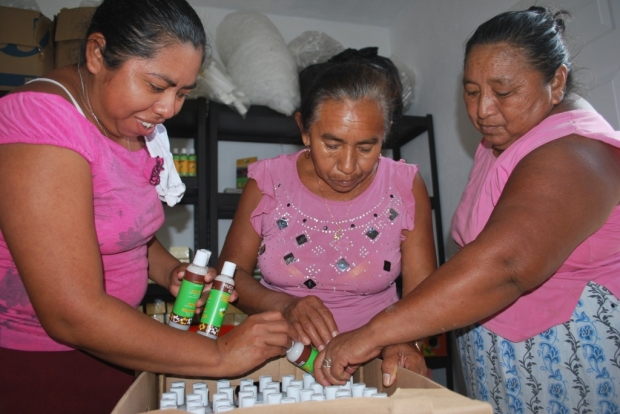 Much Kaab Cooperative packing honey products for hotel
