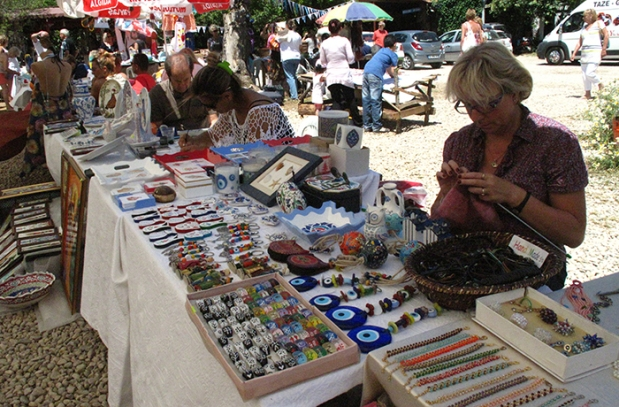 taste-of-fethiye-market-may-2014-craft-stall