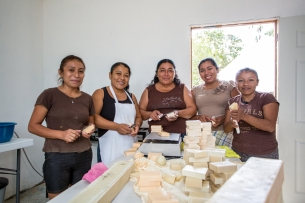 Mexico Much Kaab women working.jpg